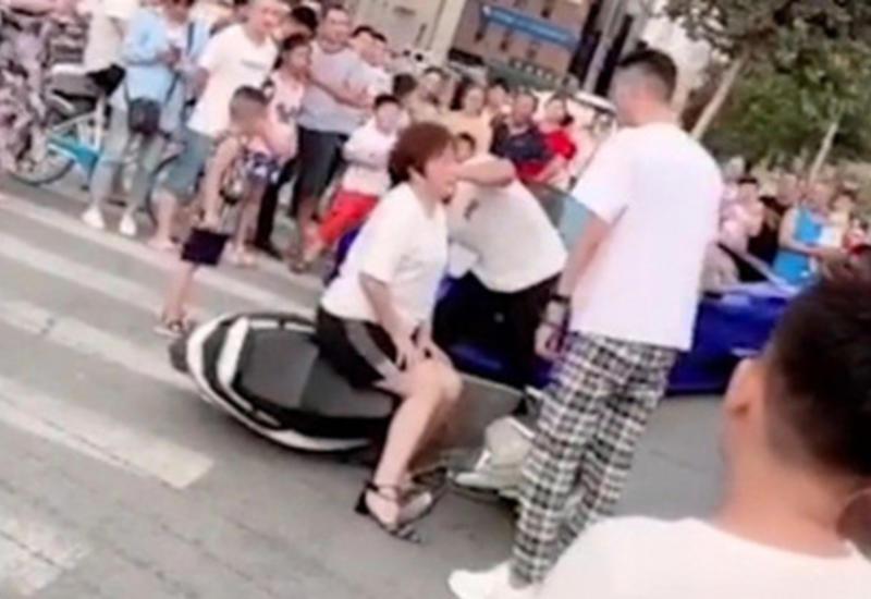 Блогер инсценировал аварию с участием матери ради лайков и был сурово наказан