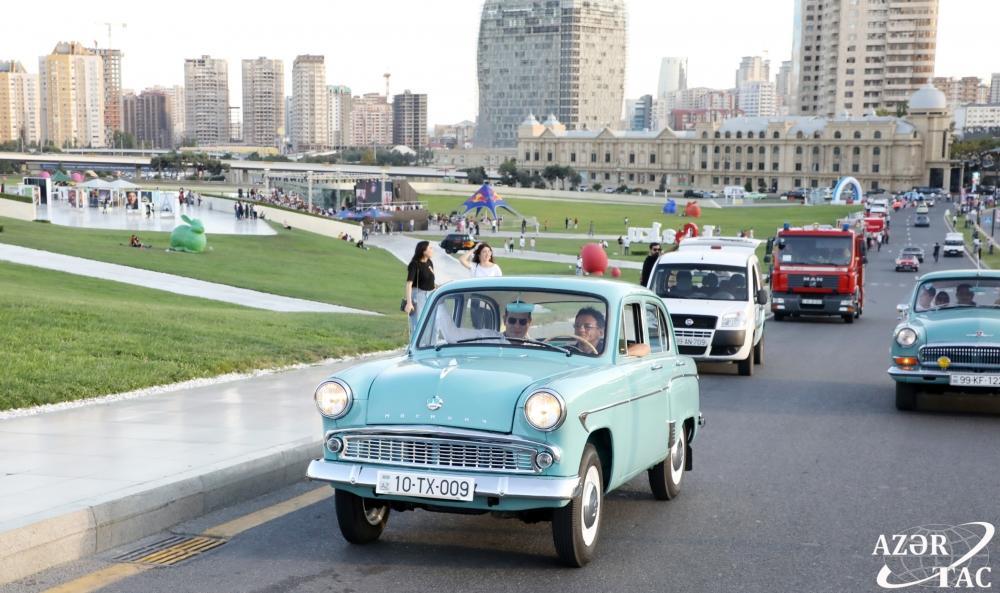 Вице-президент Фонда Гейдара Алиева Лейла Алиева наблюдала за выставкой и пробегом классических автомобилей