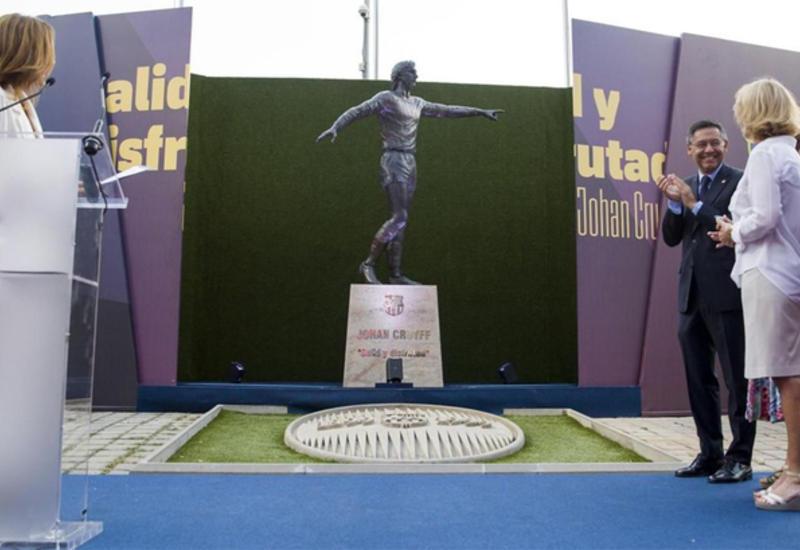 "На стадионе ""Барселоны"" открыли памятник Йохану Кройфу"