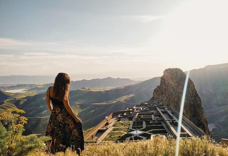 Завораживающая крепость Алинджа глазами испанской путешественницы