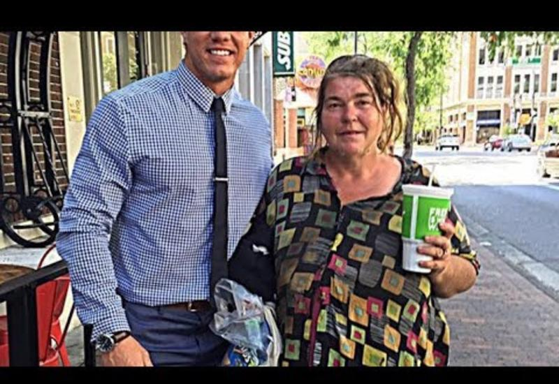 Он обедал с бездомной каждую неделю, но был поражен, ведь деньги она тратила вовсе не на еду