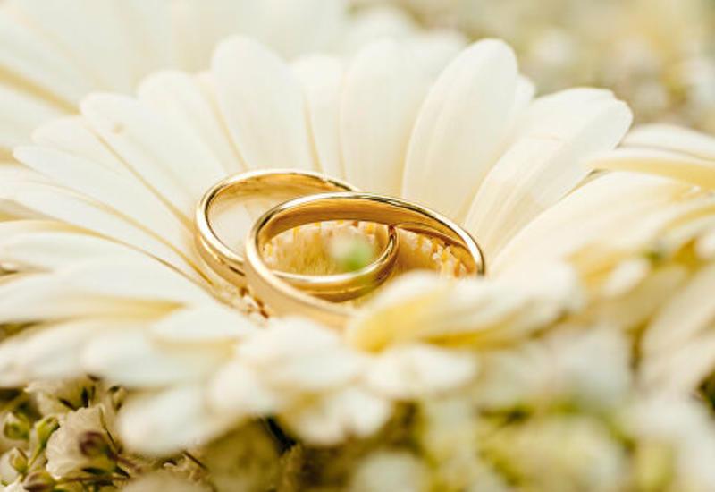В Узбекистане запретили выходить замуж до совершеннолетия
