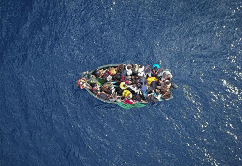 У берегов Испании спасли сотни мигрантов