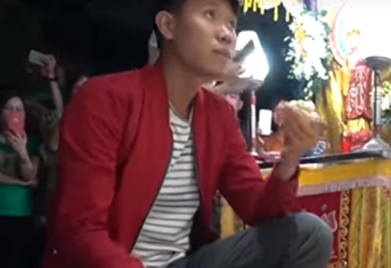 Во Вьетнаме жених сыграл свадьбу на похоронах невесты