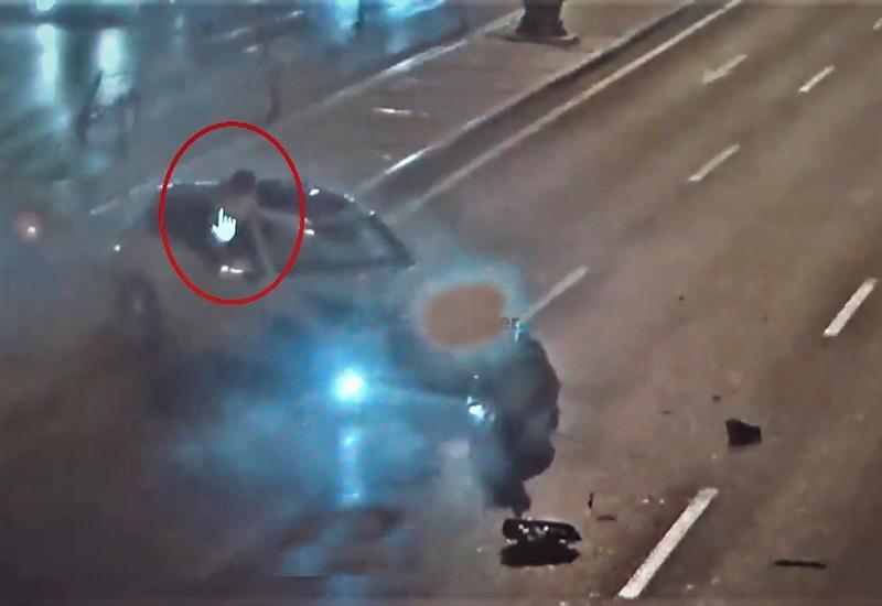 Тяжелое ДТП в Баку: разбив стекло, мать спасла своих детей