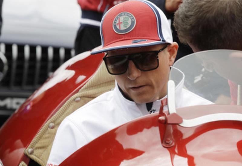 Чемпион «Формулы-1» получил от фаната удар по лицу