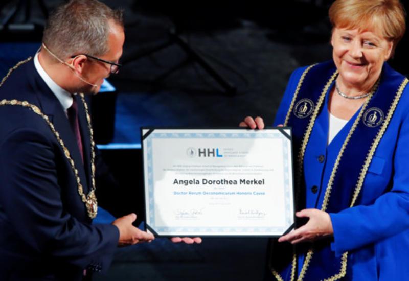 Меркель рассказала, чем будет заниматься на пенсии