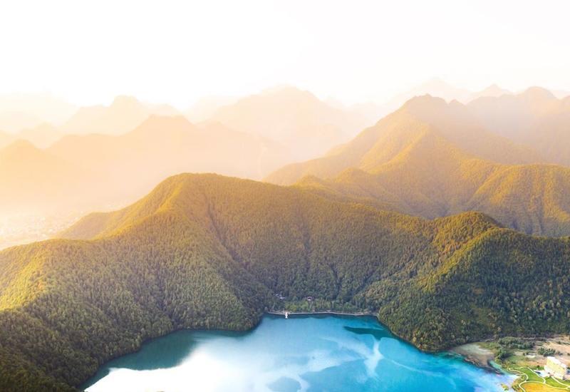 Невероятный вид озера в Габале