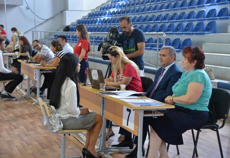 В Азербайджане проводят собеседования с кандидатами в учителя