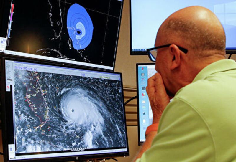 """Ураган """"Дориан"""" ослаб до второй категории"""