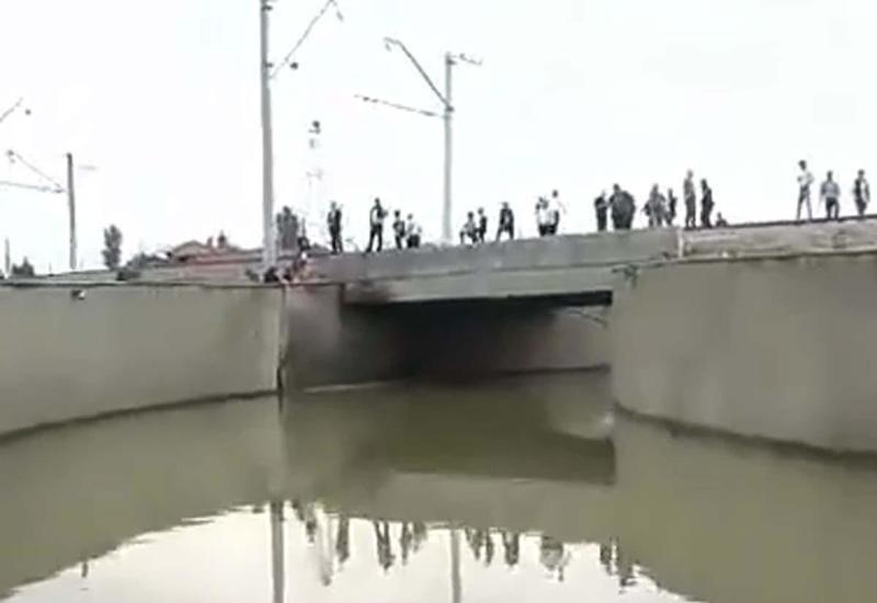 Движение автомобилей через подземный тоннель около Сабунчинской станции восстановлено