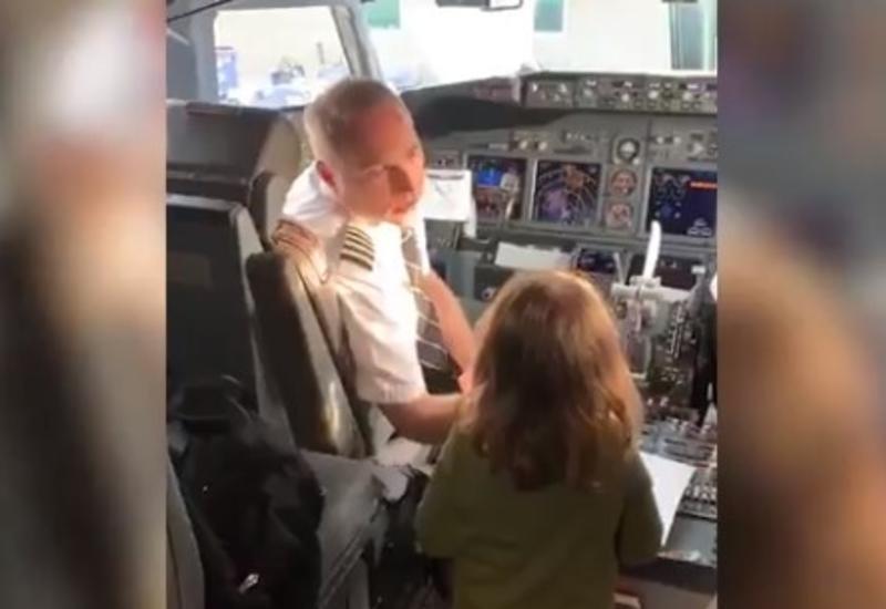 «Угнавшая» самолет девочка покорила пользователей Сети