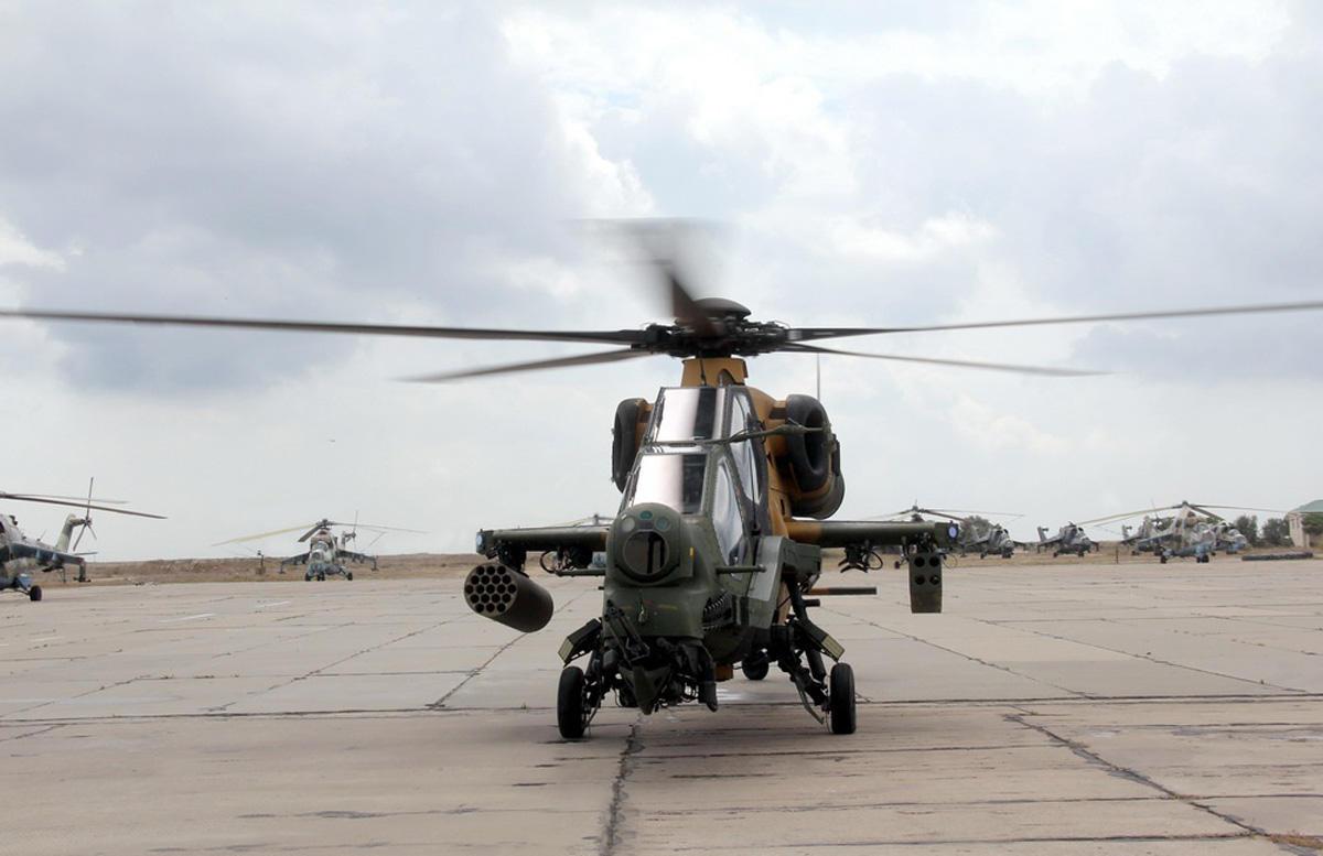 Учения азербайджанских и турецких боевых вертолетов