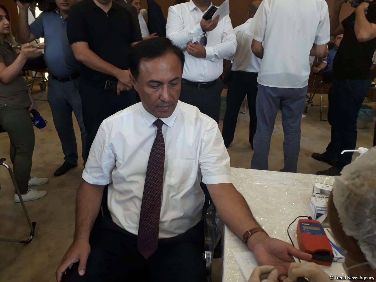 В правящей партии «Ени Азербайджан» проведена акция по сдаче крови