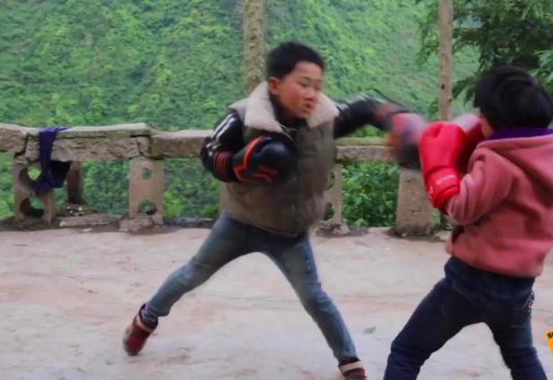 Восьмилетняя девочка стала звездой бокса