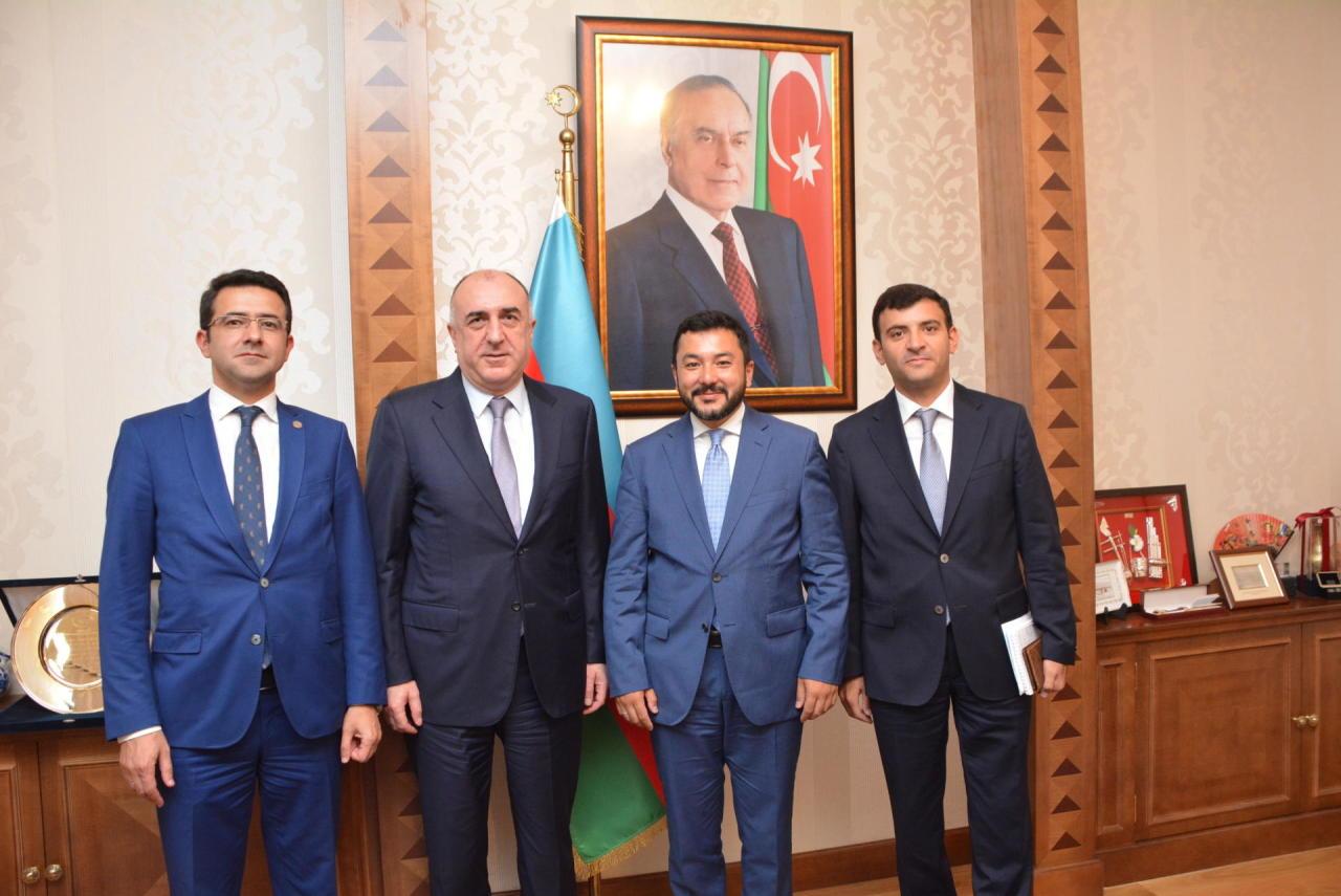 Эльмар Мамедъяров на переговорах с главой молодежного форума ОИС