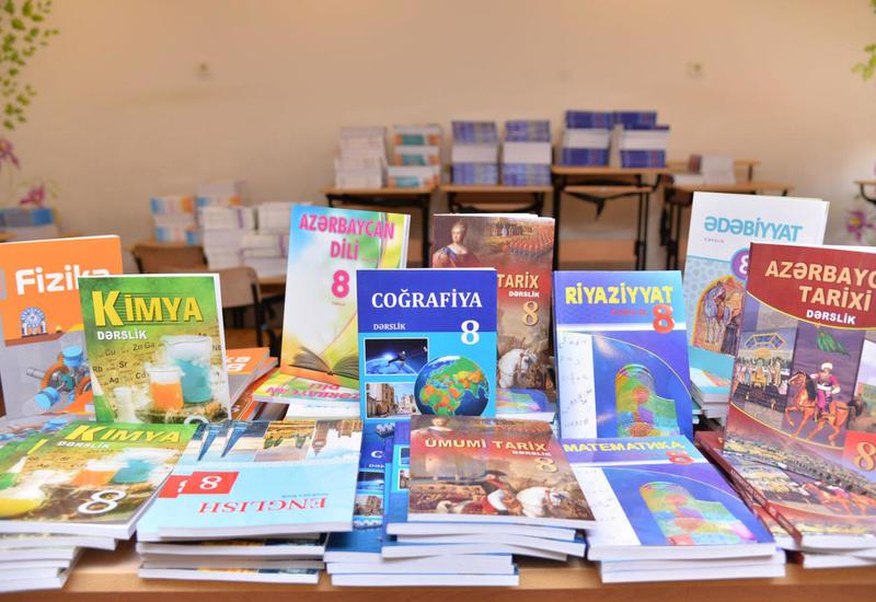 В азербайджанских школах завершилась выдача учебников