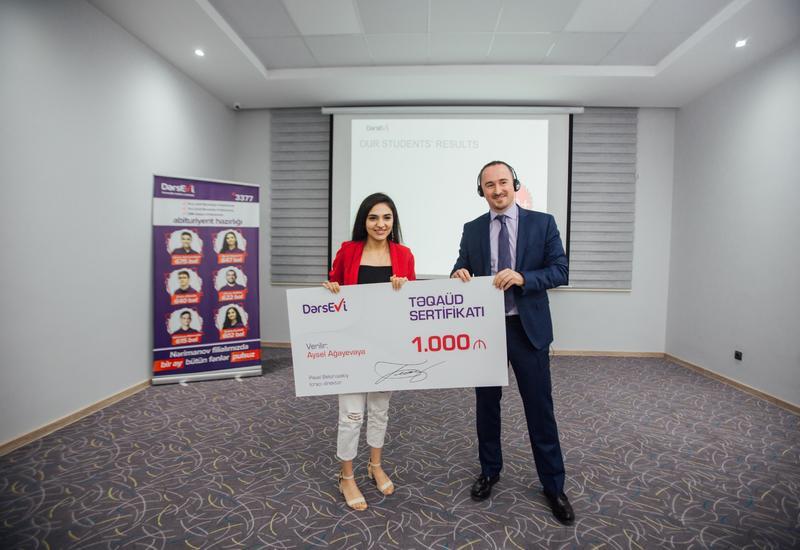 Dərs Evi наградил годовой стипендией абитуриента, набравшего максимальный балл!