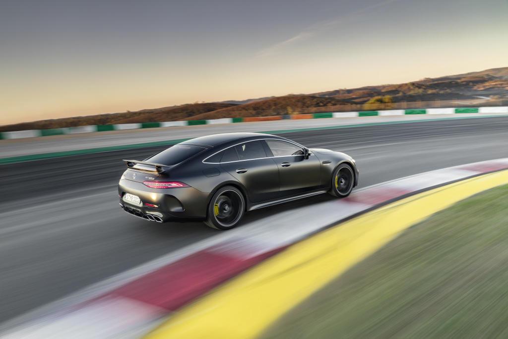 Четырехдверный Mercedes-AMG GT 4-Door Coupé появился в Азербайджане