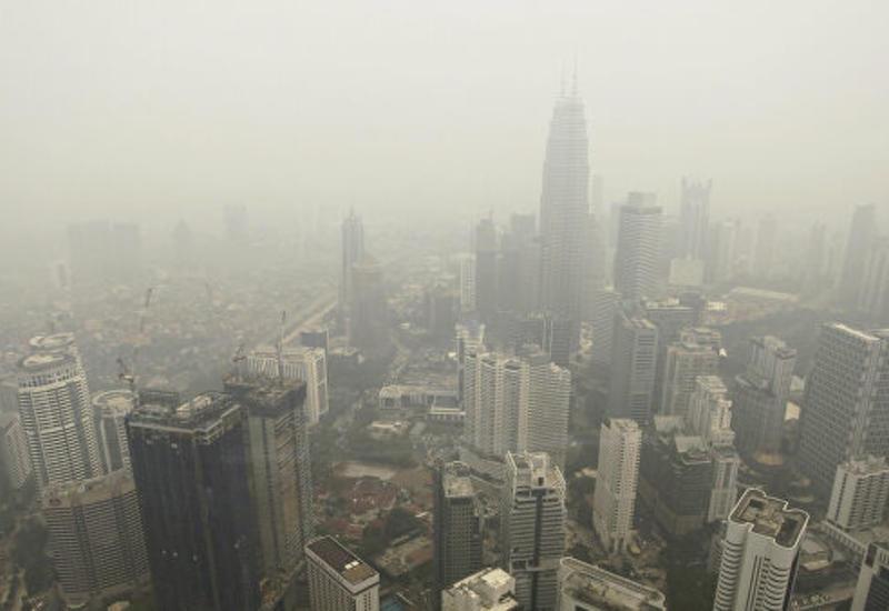 В Малайзии закрылись сотни школ