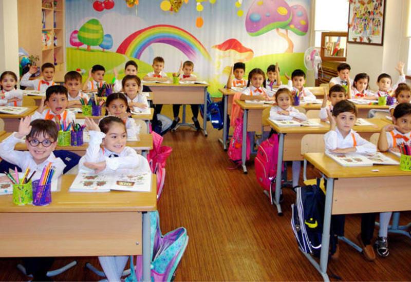 В Баку продолжается регистрация детей в первые классы