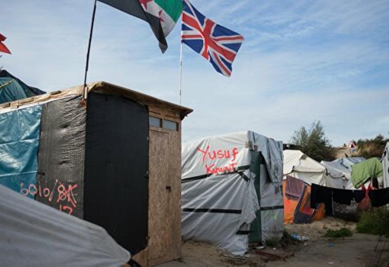 Британские службы перехватили у берегов страны рекордное число мигрантов