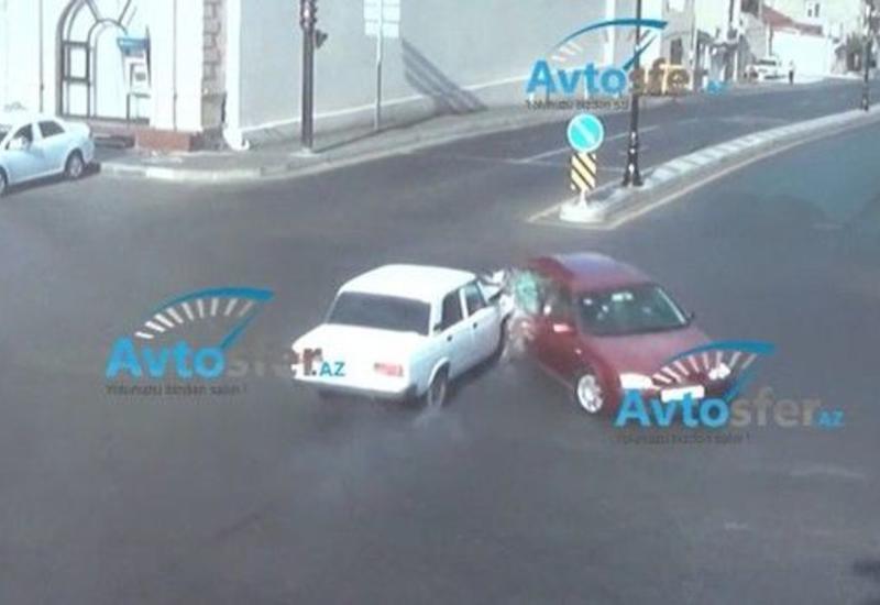 Как водители нарушают правила проезда перекрестков в Баку