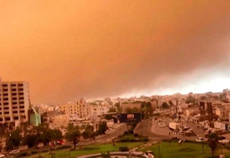 Жуткая песчаная буря превратила день в ночь в Йемене