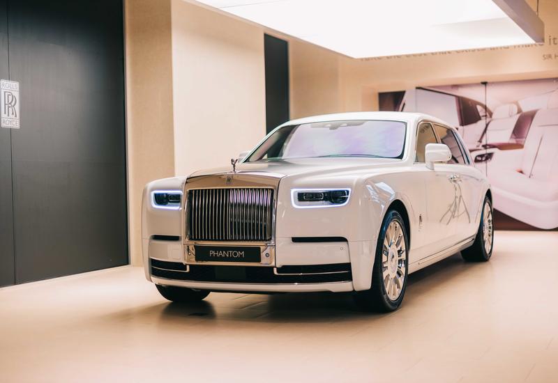 В Баку представили уникальный Rolls-Royce за миллион долларов