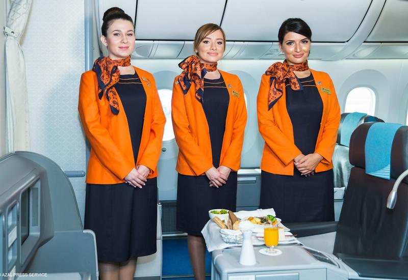 «Азербайджанские Авиалинии» объявляют набор бортпроводников
