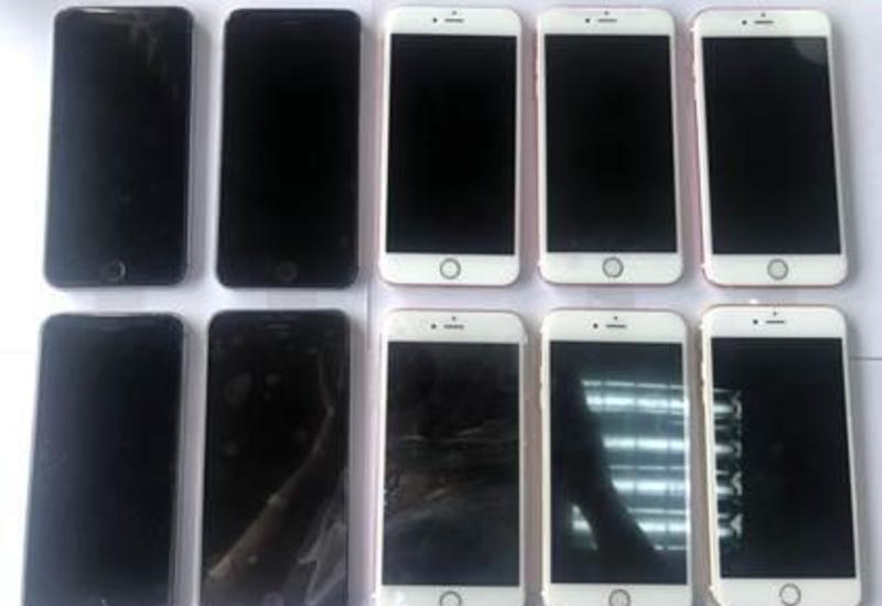 В Азербайджан попытались ввезти крупную партию телефонов