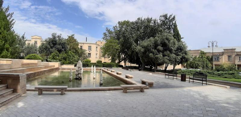Уютный парк в самом центре Баку