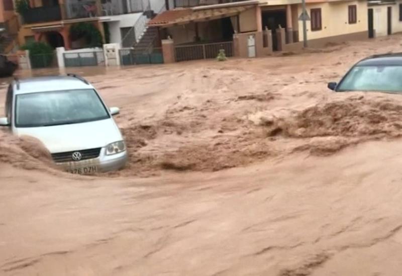 К спасению людей на затопленных курортах Испании привлекли военных