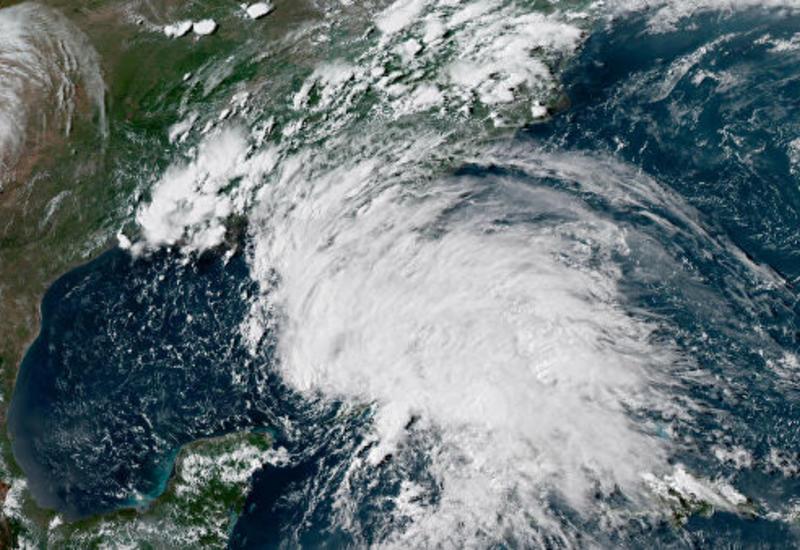 """В Атлантическом океане сформировался тропический шторм """"Умберто"""""""