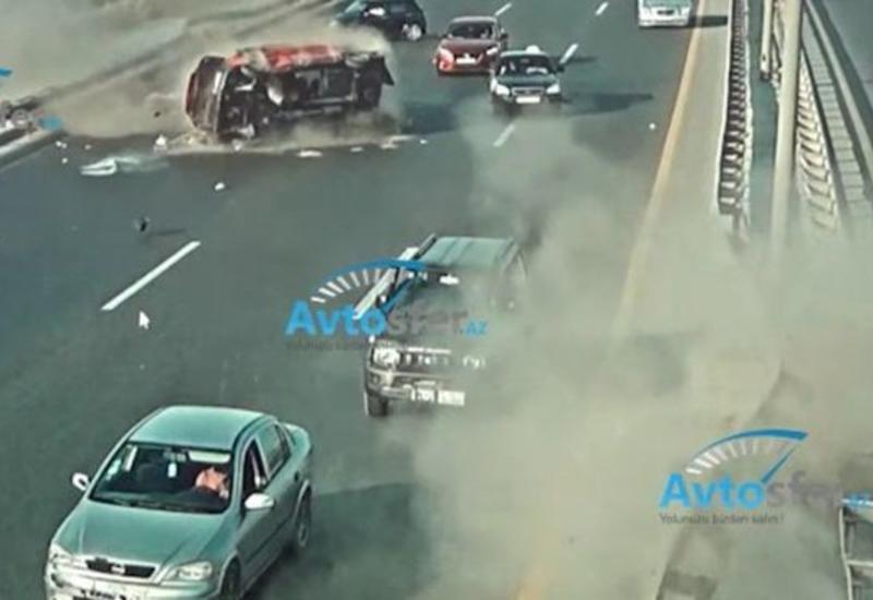 Кадры жуткой аварии на аэропортовской дороге