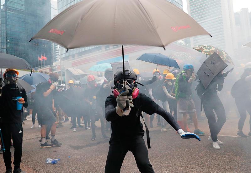 В Гонконге начались столкновения протестующих и их противников