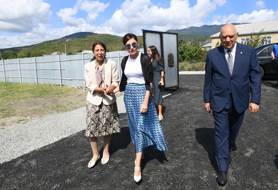 Первый вице-президент Мехрибан Алиева побывала в доме, построенном на месте дома, пострадавшего в результате землетрясения в селе Дияллы Исмаиллинского района