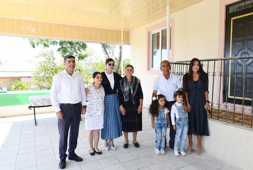 Первый вице-президент Мехрибан Алиева посмотрела новый дом в селе Муганлы Шамахинского района, построенный на месте дома, пострадавшего в результате землетрясения
