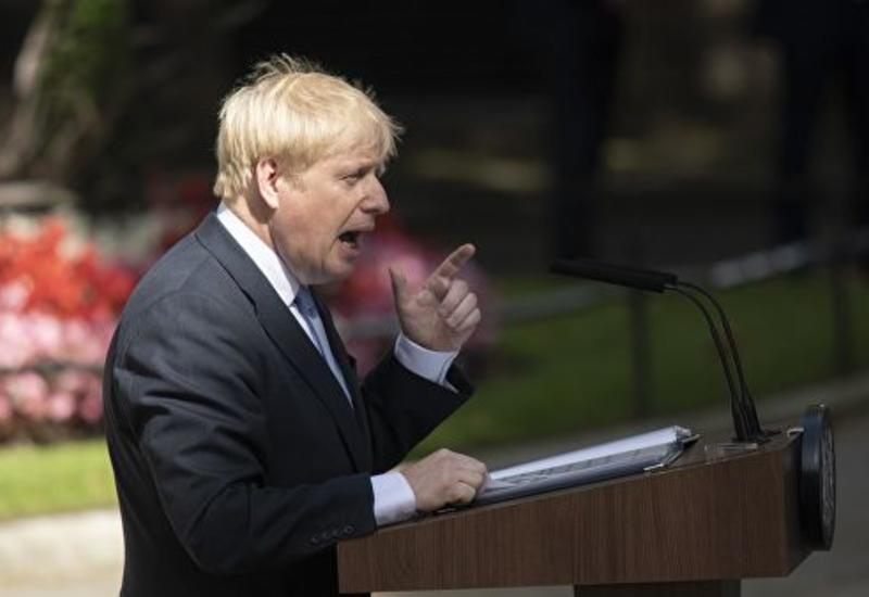"""Джонсон сравнил """"вырывающуюся"""" из Евросоюза Британию с Халком"""