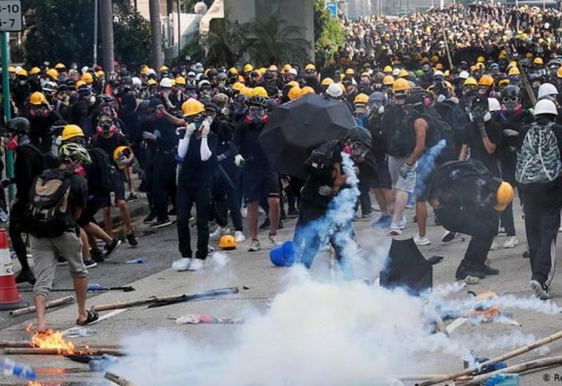 Полиция применила слезоточивый газ против демонстрантов в Гонконге