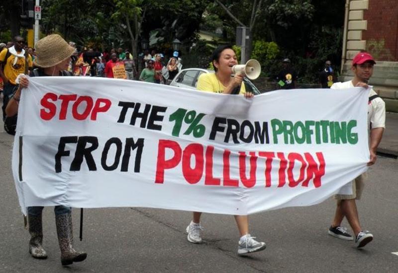 Сотни экологических активистов блокировали вход на Франкфуртский автосалон