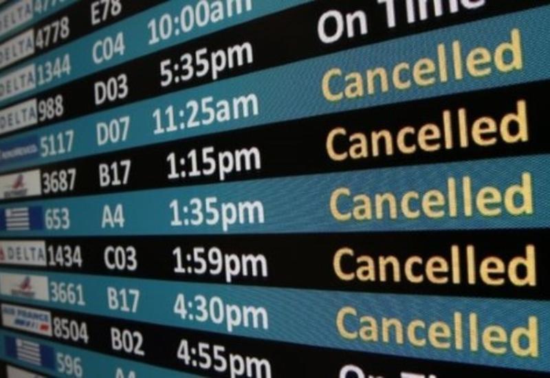 В московских аэропортах задержали или отменили десятки рейсов