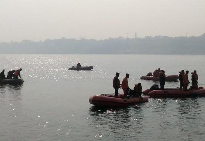 В Индии перевернулась лодка с туристами, много погибших