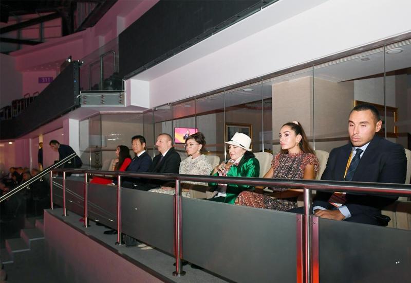 Президент Ильхам Алиев и Первая леди Мехрибан Алиева наблюдали за церемонией открытия 37-го Чемпионата мира по художественной гимнастике в Баку