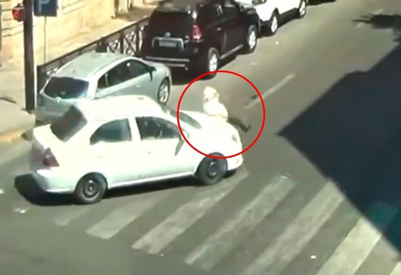В Баку такси переехало пожилого мужчину