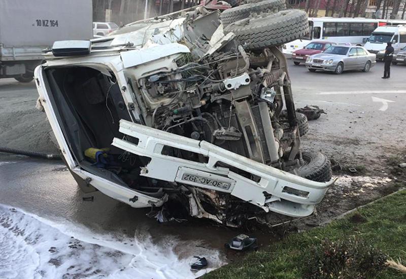 Страшная авария на трассе Баку-Шамахы, есть погибший и раненый