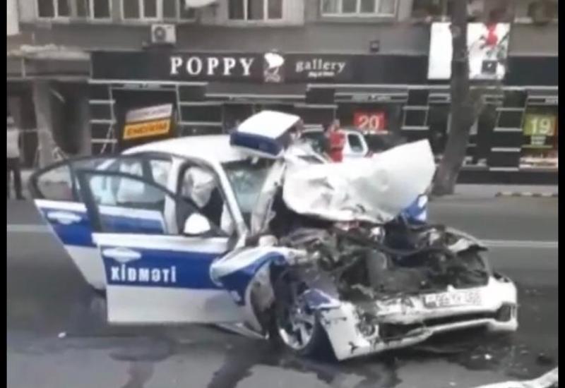 Тяжелая авария в Баку с участием автомобиля дорожной полиции, есть пострадавший
