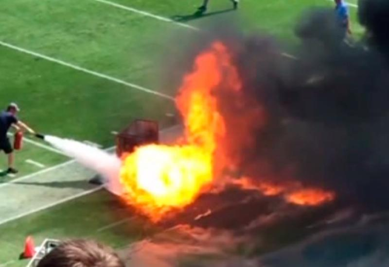 Футбольное поле загорелось во время матча