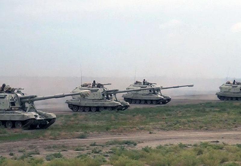 Части азербайджанской армии на широкомасштабных учениях