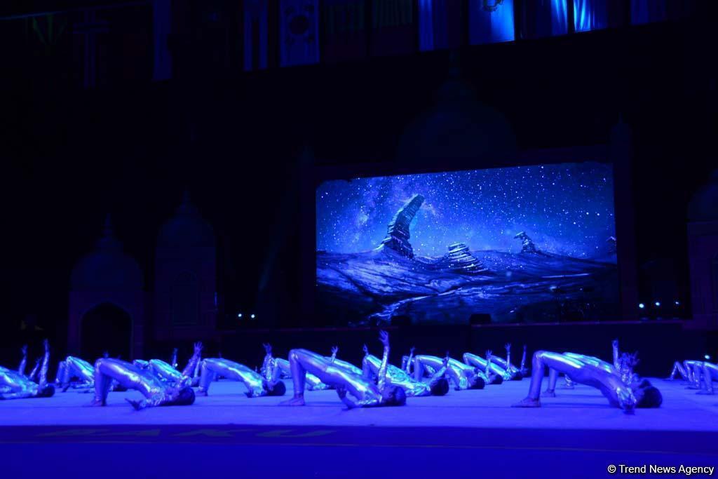 Яркие моменты феерической церемонии торжественного открытия 37-го Чемпионата мира по художественной гимнастике в Баку